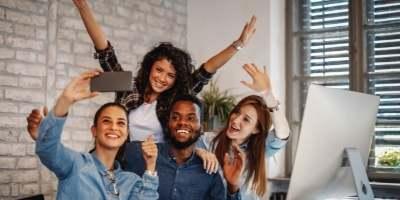 employees-selfie-for-social-media